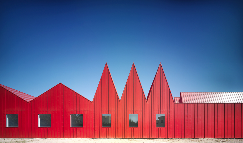Young disabled modules and workshops pavilions in Garrapinillos (Zaragoza) by José Javier Gallardo architect (G.Bang) | © photo Jesús Granada