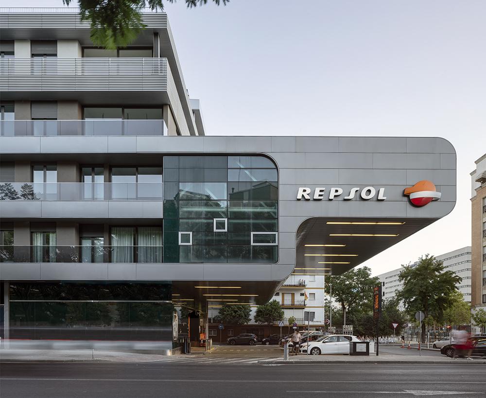 56 dwelling in Ramón y Cajal Avenue, Sevilla